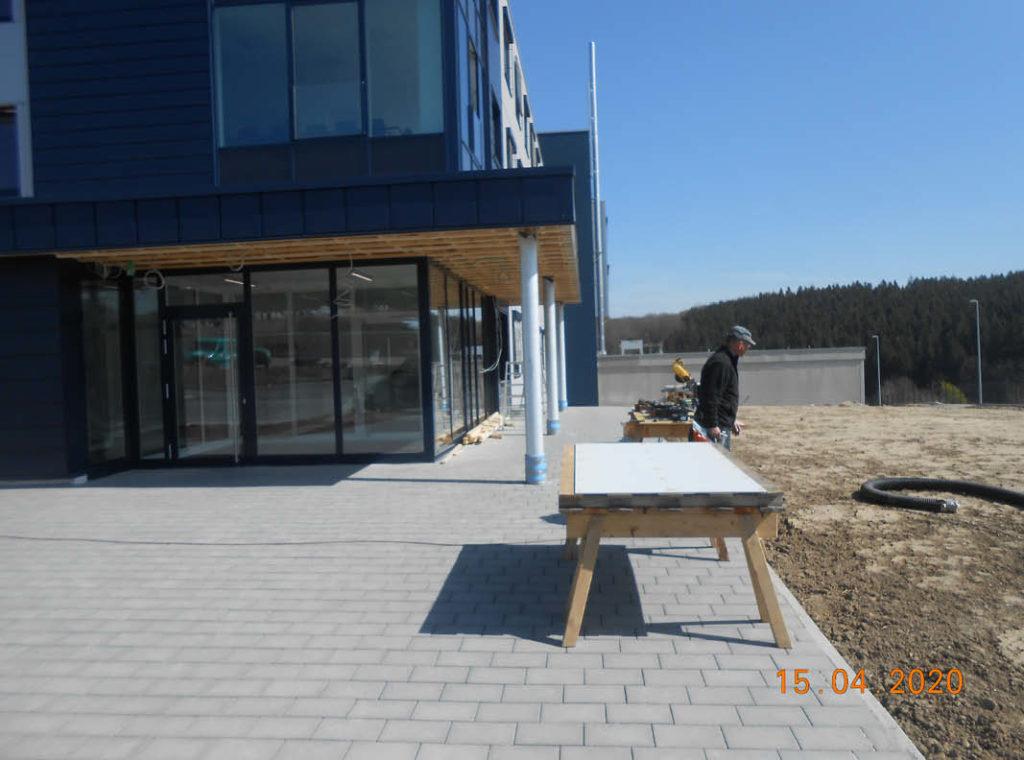 Neubau eines Empfangsgebäudes und einer Eingangsüberdachung