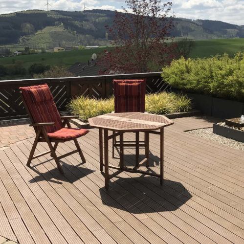 Terrasse mit Thermoholz